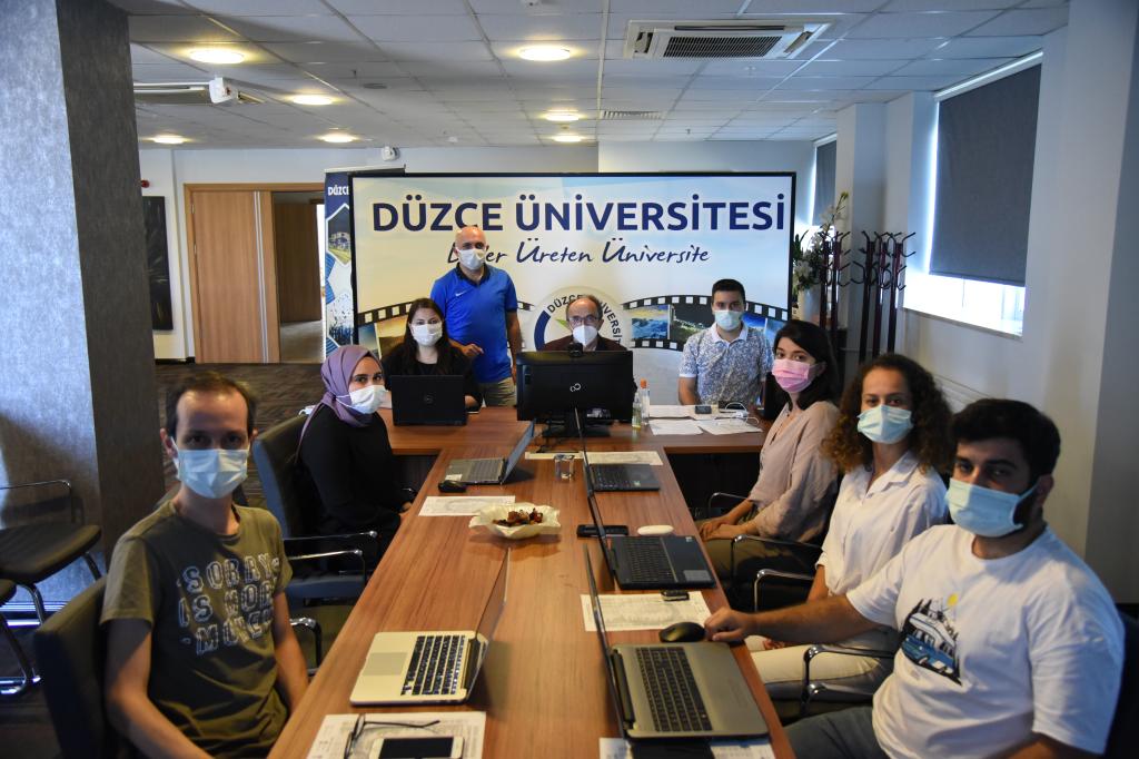 """Üniversitemiz """"Üniversiteni Keşfet YÖK Sanal Fuarı 2021""""de Ziyaretçilerin Sorularını Yanıtlıyor"""